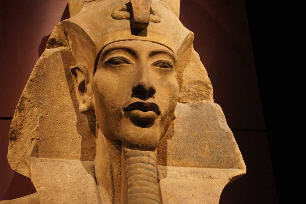 akhenaten and nefertiti relationship to tut
