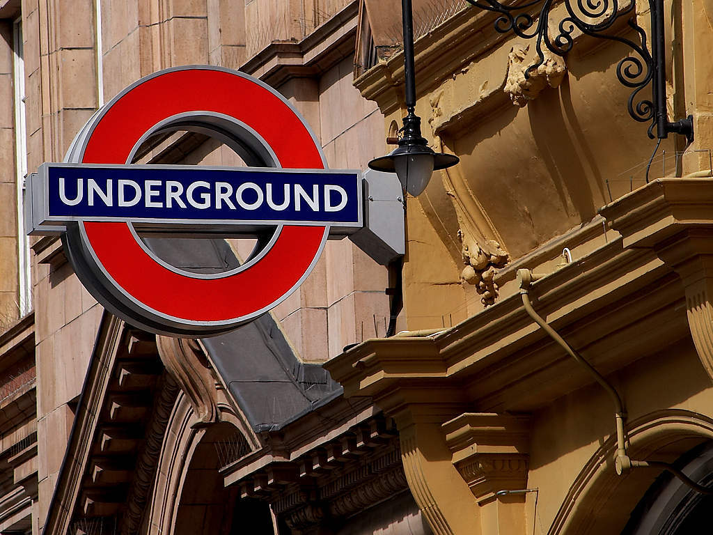 Source: http://3.bp.blogspot.com/-1xMQWcB_ySU/TuTTQyFh33I/AAAAAAAAAeY/n0pep9uEwU4/s1600/londonundergroundsign1_0.jpg