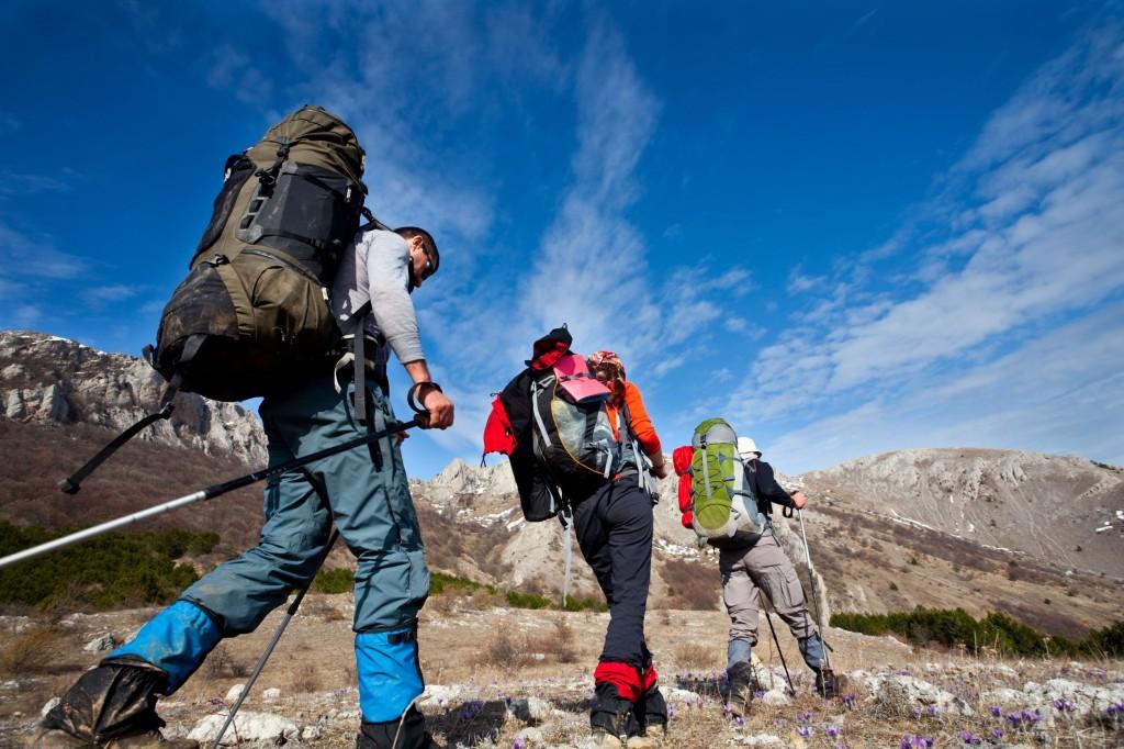 2) Trekking