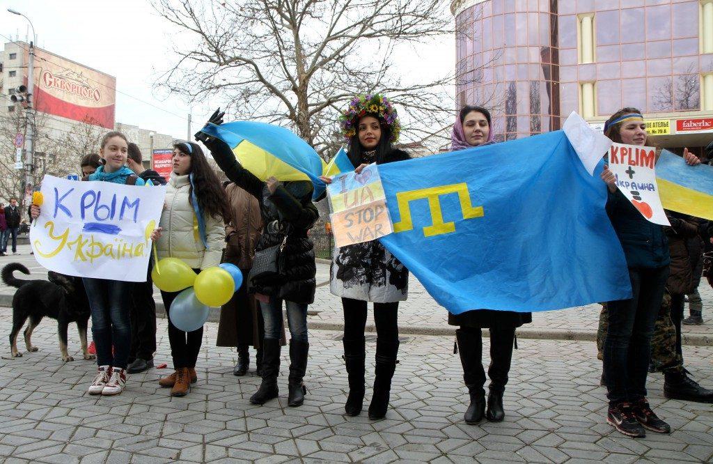 'Crimea is Ukraine': Pro-Ukrainian Demonstrators Show Their Support. Image Source: nbcnews.com