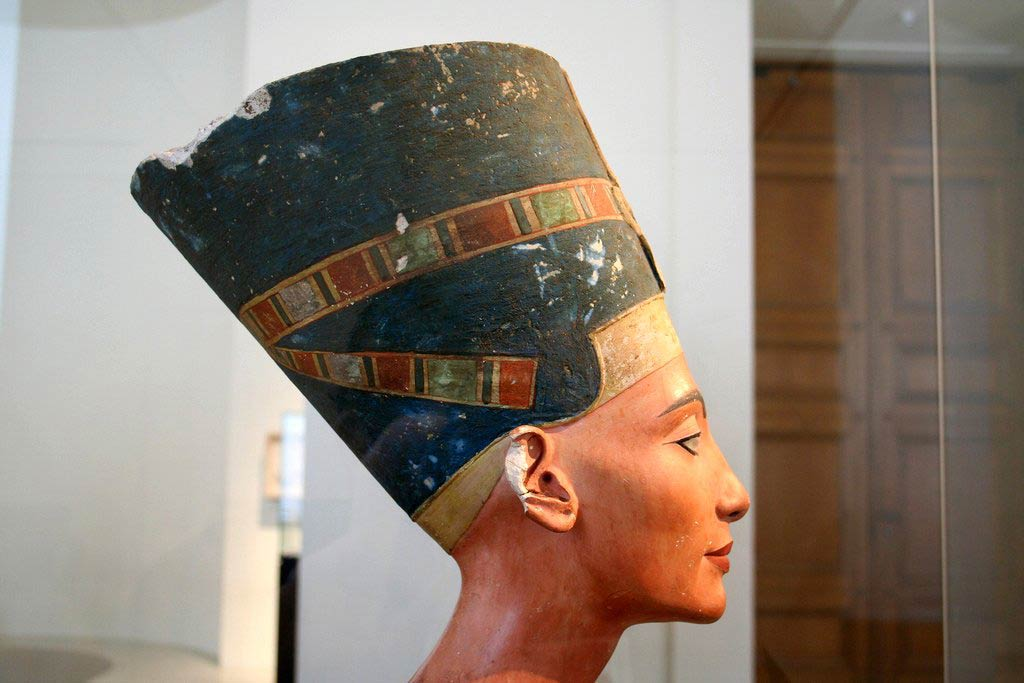 The Mysterious Egyptian Queen Nefertiti In Tut's Tomb?
