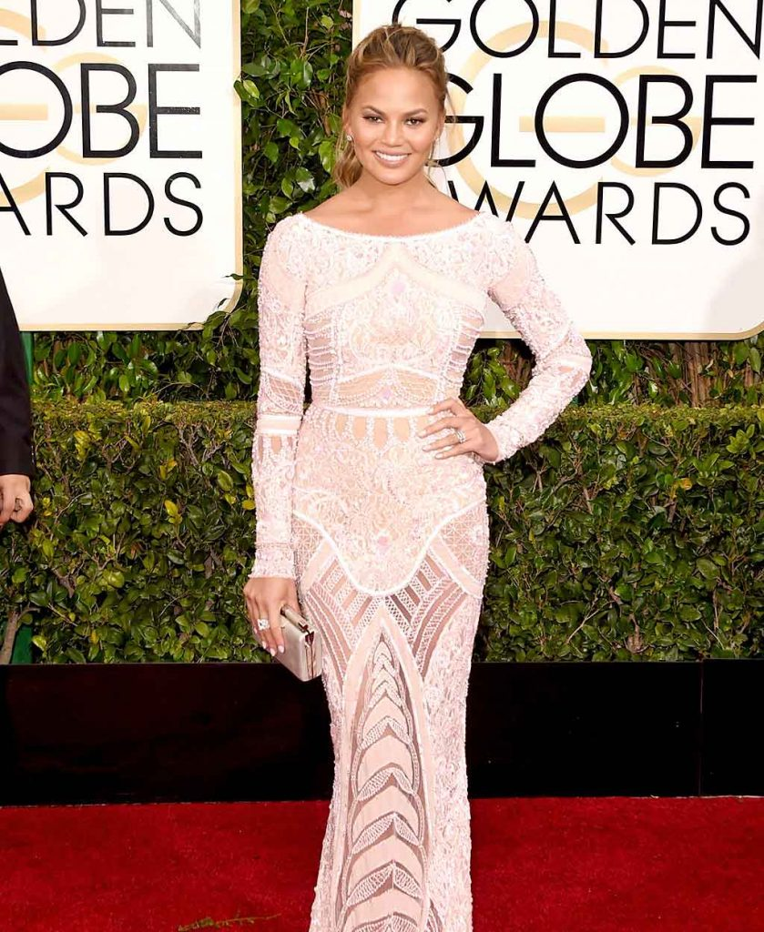 Chrissy-Teigen-red-carpet