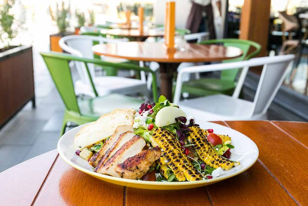 grilled-corn-and-chic-markette