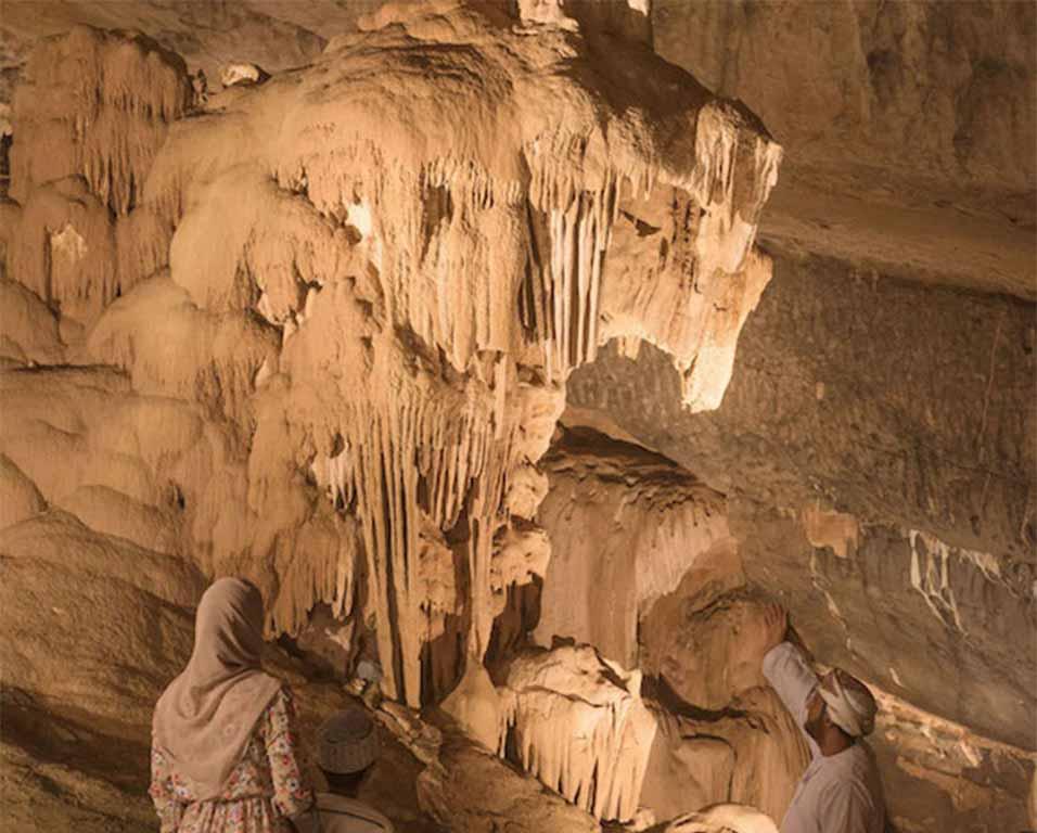 Al-Hoota-cave-comp-