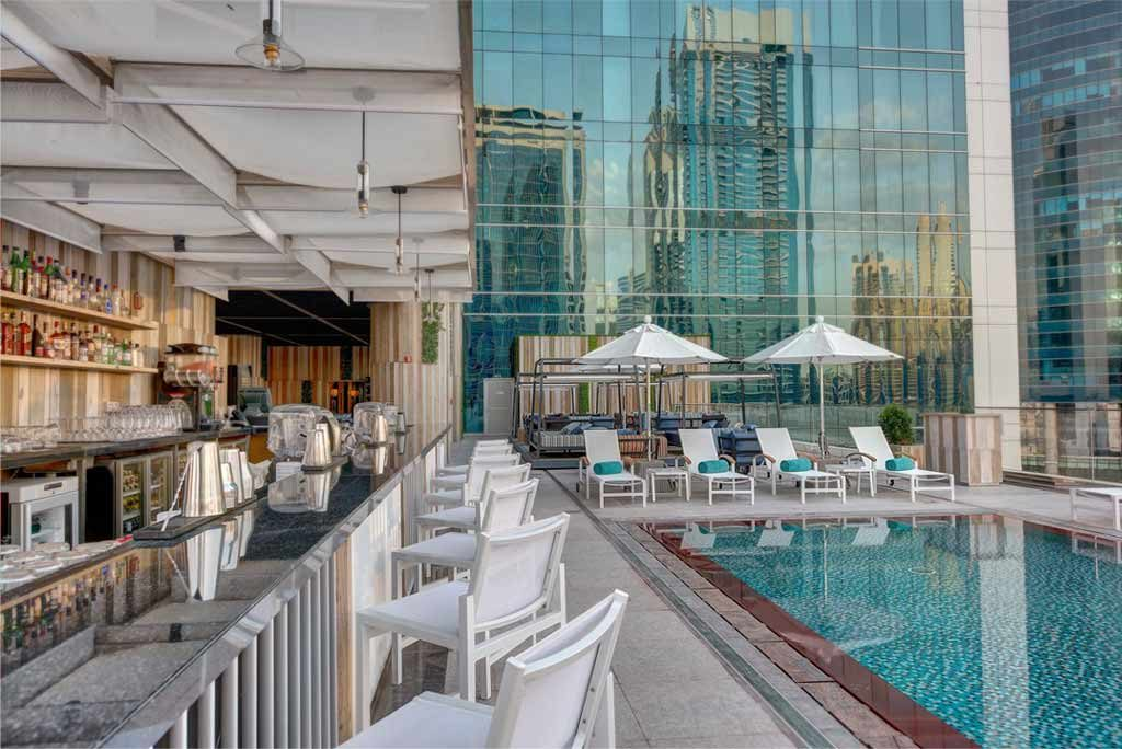 swim-and-tonic-pool-bar-burj-view-2